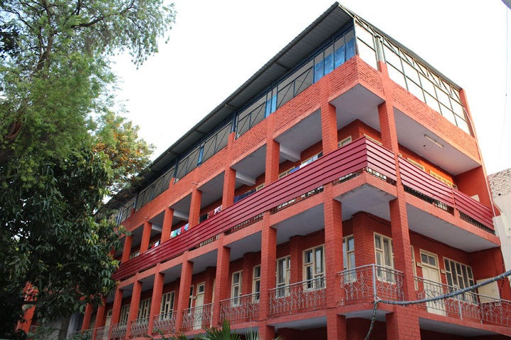 https://cache.careers360.mobi/media/colleges/social-media/media-gallery/10117/2018/12/5/Campus View of Guru Nanak Girls College Ludhiana_Campus-View.jpg